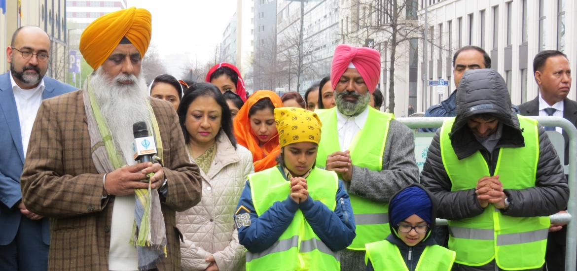 Ambassador, Mr Omid Nouripour, Member of  the German Parliament and members of the Sikh community during the Trees Planting in Berlin to commemorate the 550th Birth Anniversary of Guru Nanak Dev Ji.